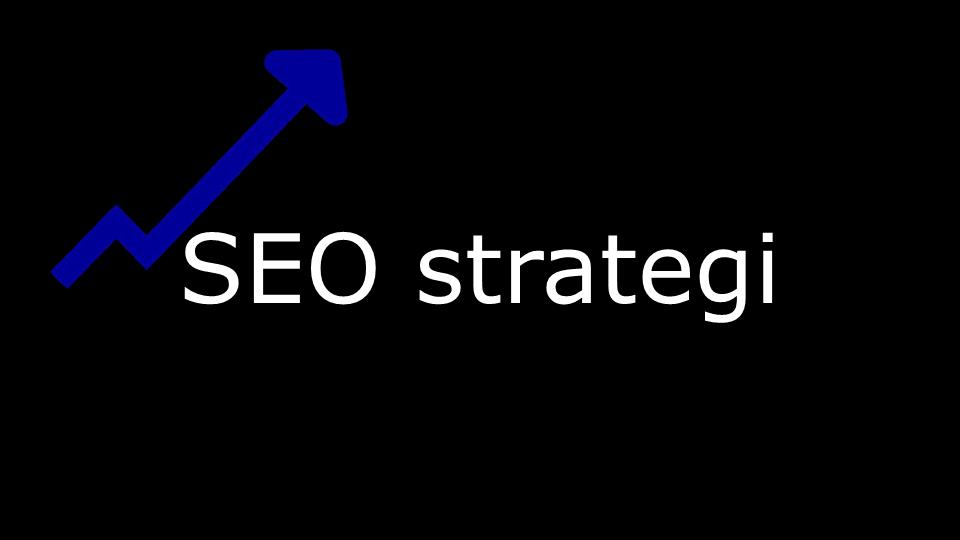 SEO Strategi i hvit skrift på sort bakgrunn og logoen til Kurs i SEO som er en blå pil som går