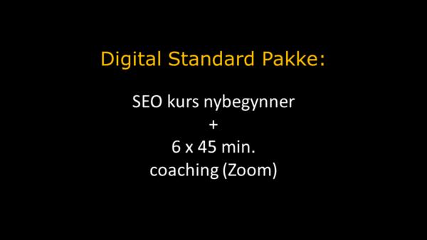 Digital Standard Pakke i oransje overskrift og hvit tekst under hvor det står om SEO kurs og coaching via Zoom. Bakgrunnen er sort.